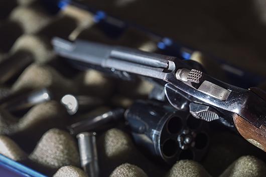 semi automatic pistol vs revolver